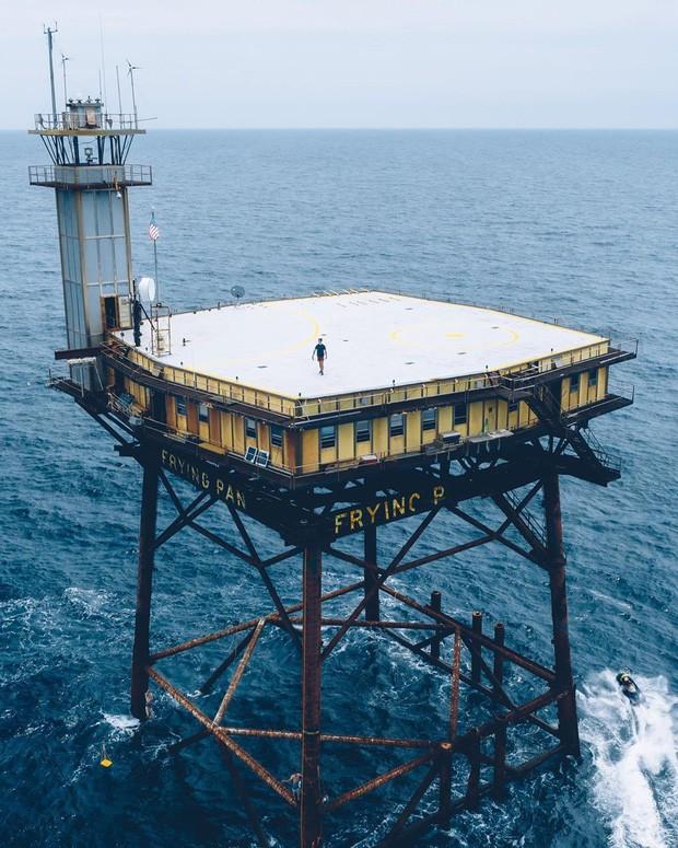 Trải nghiệm ở khách sạn nguy hiểm nhất thế giới, nằm trơ trọi ở độ cao 27m so với mặt nước biển - ảnh 2