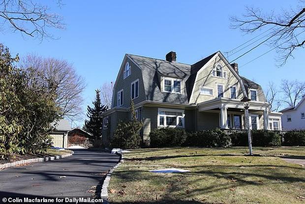 Ở thị trấn Westfield không ai là không nghe chuyện về căn nhà này, và giờ thì nó nổi tiếng khắp nước Mỹ.