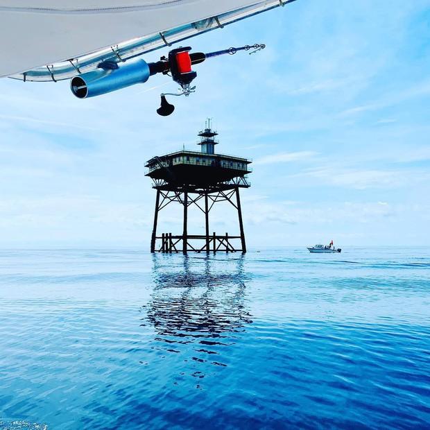 Trải nghiệm ở khách sạn nguy hiểm nhất thế giới, nằm trơ trọi ở độ cao 27m so với mặt nước biển - ảnh 3