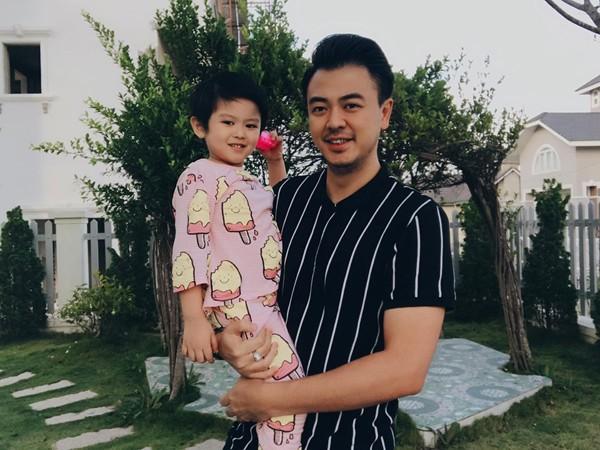 Cuộc sống sau 7 năm kết hôn cùng vợ gia thế của Quốc - MC Tuấn Tú - Ảnh 4.