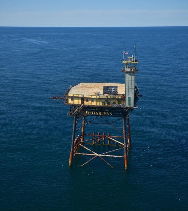 Trải nghiệm ở khách sạn nguy hiểm nhất thế giới, nằm trơ trọi ở độ cao 27m so với mặt nước biển - ảnh 4