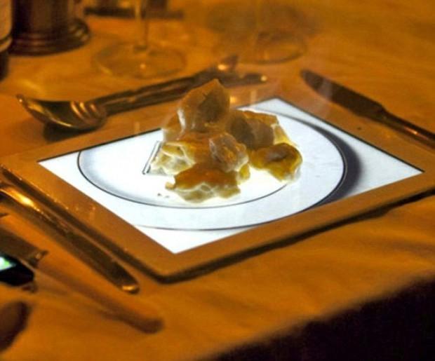 Thay vì phục vụ món bánh táo tráng miệng bằng một chiếc đĩa thật, nhà hàng này lại đặt bánh lên hình ảnh một chiếc đĩa trên iPad.