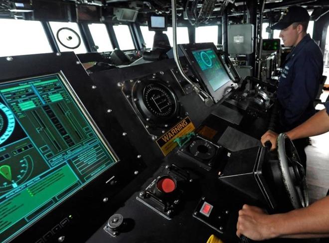Hải quân Mỹ sẽ loại bỏ màn hình cảm ứng trên các tàu khu trục - Ảnh 1.