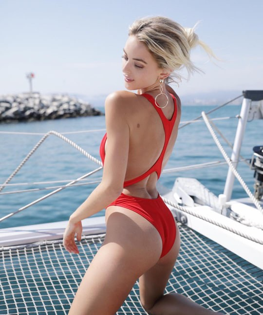 Nhan sắc nóng bỏng của người đẹp khiến Miley Cyrus say đắm, bỏ rơi chồng điển trai - Ảnh 7.