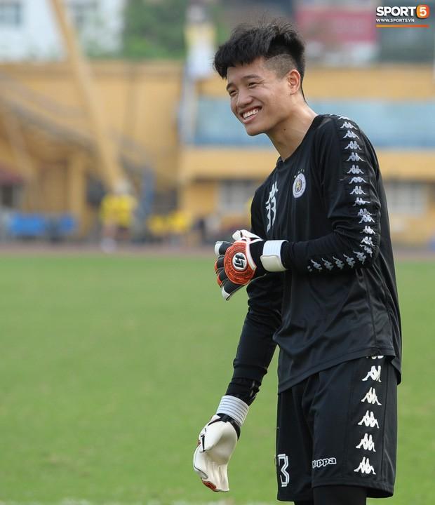 Quảng Nam muốn mượn Phí Minh Long nhưng HLV Chu Đình Nghiêm không đồng ý vì lý do liên quan đến Bùi Tiến Dũng - Ảnh 1.