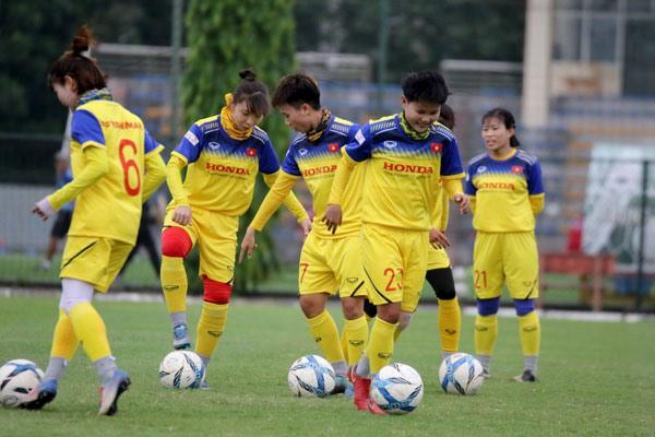 Huấn luyện viên Mai Đức Chung muốn các cầu thủ nữ đều lập gia đình - Ảnh 2.