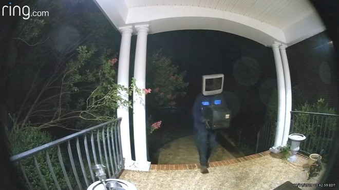 Người dân khu phố bỗng nhiên đồng loạt được tặng TV cũ, xem camera mới phát hiện kẻ hảo tâm bí ẩn lại là nhân vật đầu đội TV - Ảnh 2.