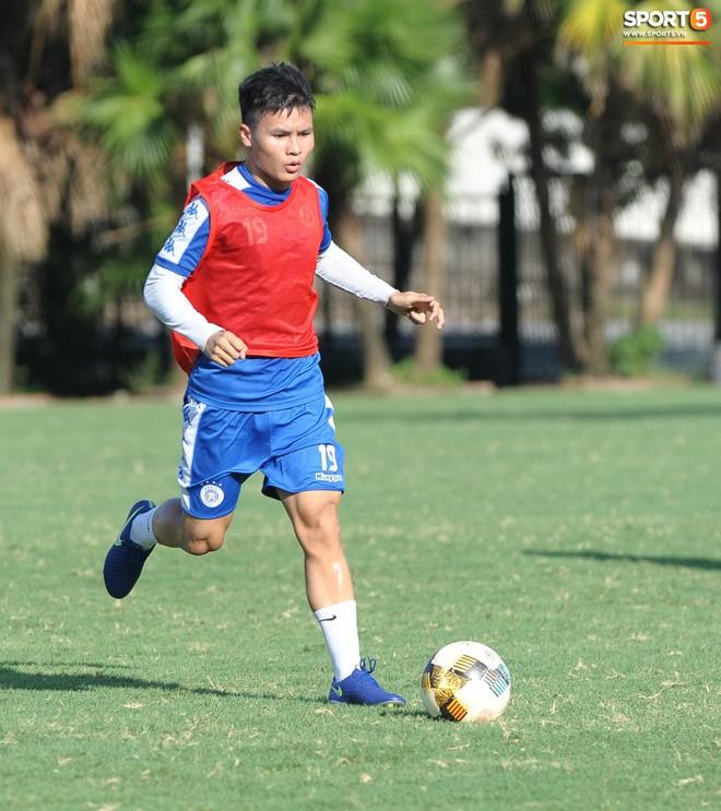 Vượt qua nỗi buồn, Quang Hải trở lại hội quân cùng Hà Nội FC - Ảnh 7.