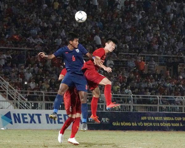 CĐV Việt Nam: Các cầu thủ trẻ đá không tệ, lỗi hoàn toàn là ở HLV Hoàng Anh Tuấn - Ảnh 2.
