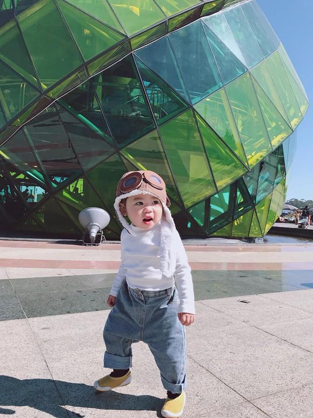 Check-in toàn những điểm 'hot' ở Đà Lạt nhưng biểu cảm ngơ ngác của em bé này mới gây thích thú - ảnh 2