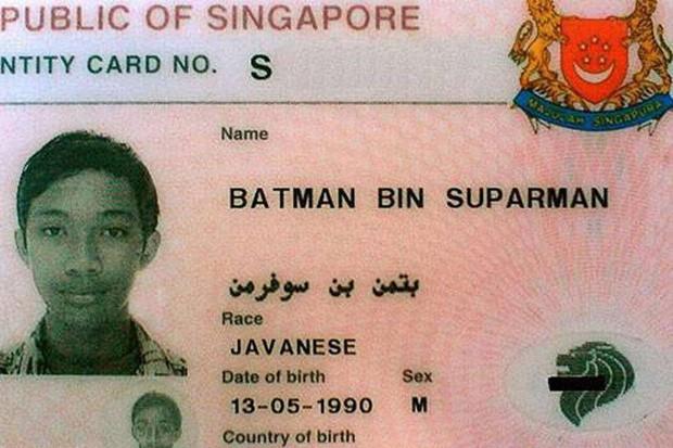 Giấy tờ tùy thân do Singapore cấp ghi rõ: Anh tên Batman Bin Suparman, người Java, sinh ngày 13/5/1990 (Ảnh: Facebook)