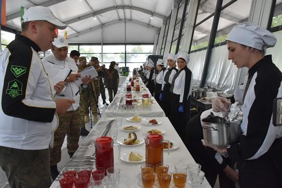 Bếp Dã chiến Việt Nam lập thành tích mới: Hiện tượng - Đội châu Á duy nhất vào vòng cuối - ảnh 6