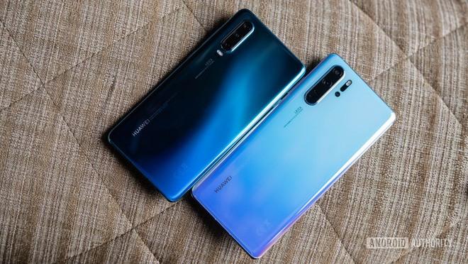 Siêu phẩm Huawei P30 mất giá còn một nửa chỉ sau 4 tháng ra mắt - Ảnh 3.