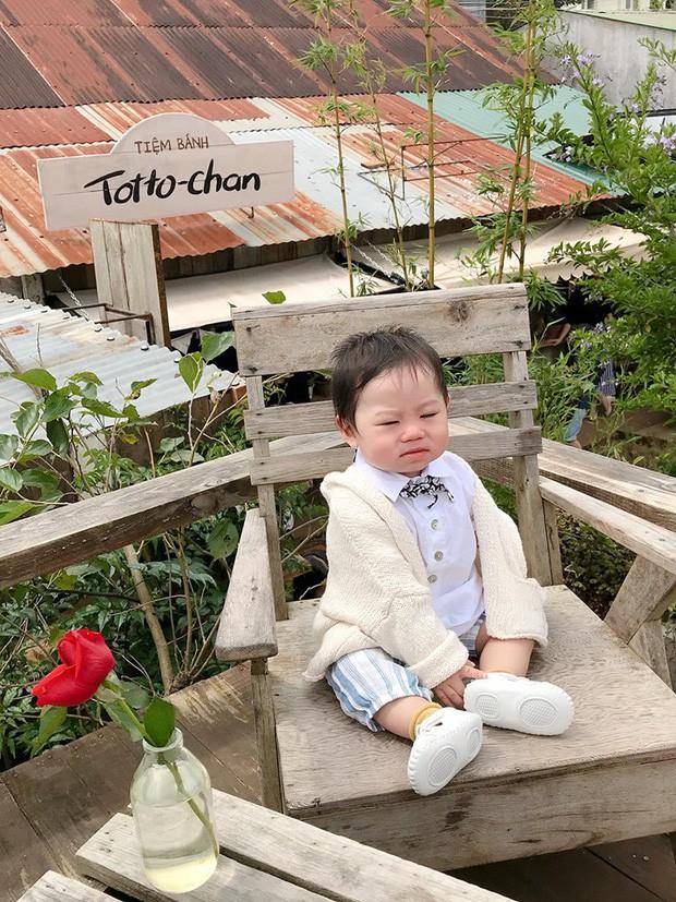 Check-in toàn những điểm 'hot' ở Đà Lạt nhưng biểu cảm ngơ ngác của em bé này mới gây thích thú - ảnh 4