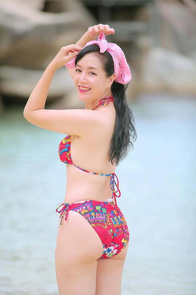 Hồng Nhung, Chiều Xuân, MC Kỳ Duyên 'đọ dáng' với bikini - ảnh 5