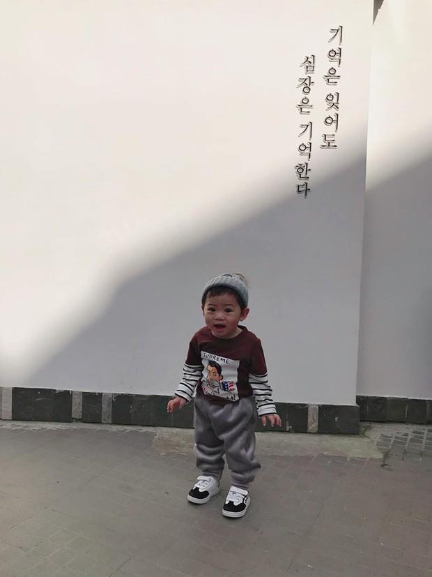 Check-in toàn những điểm 'hot' ở Đà Lạt nhưng biểu cảm ngơ ngác của em bé này mới gây thích thú - ảnh 7