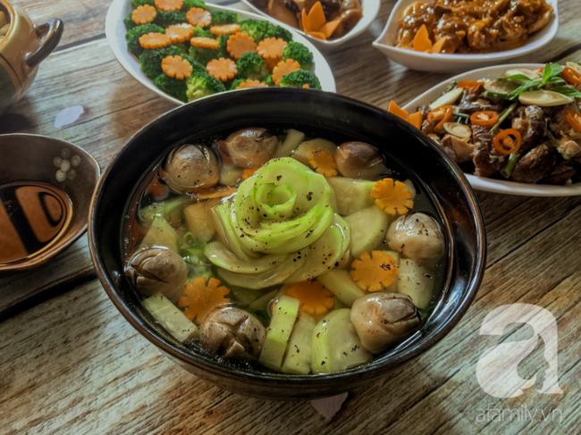 Rằm tháng 7, mẹ đảm Sài Gòn sửa soạn mâm cơm chay ngon đẹp hết cỡ ai nhìn thấy cũng phải xuýt xoa - Ảnh 8.