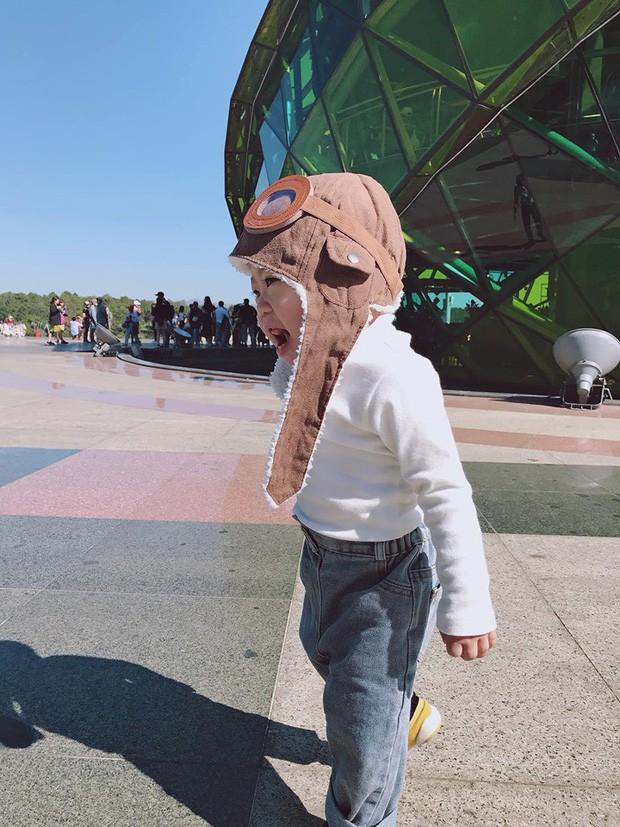 Check-in toàn những điểm 'hot' ở Đà Lạt nhưng biểu cảm ngơ ngác của em bé này mới gây thích thú - ảnh 8