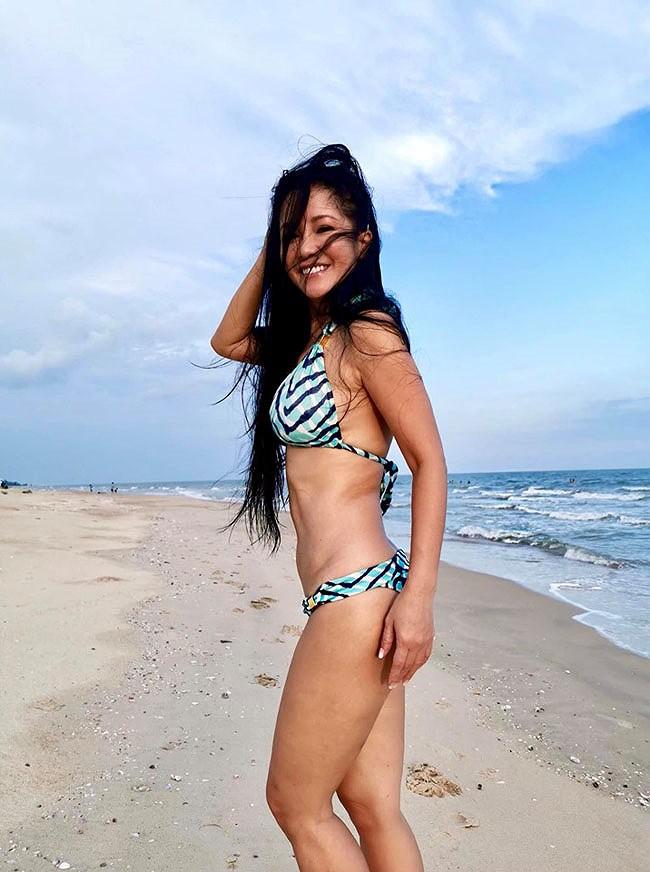 Hồng Nhung, Chiều Xuân, MC Kỳ Duyên 'đọ dáng' với bikini - ảnh 10