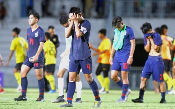Truyền thông Thái Lan: Đây là thời kỳ đen tối của bóng đá Thái Lan - Ảnh 1.
