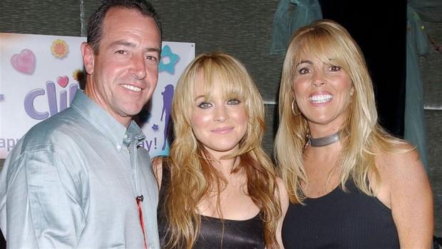 Cuộc đời bi kịch của Mean Girls Lindsay Lohan: Rich kid bị mẹ bòn rút, tù tội liên miên, hôn phu bạo hành và cái kết bất ngờ - Ảnh 4.