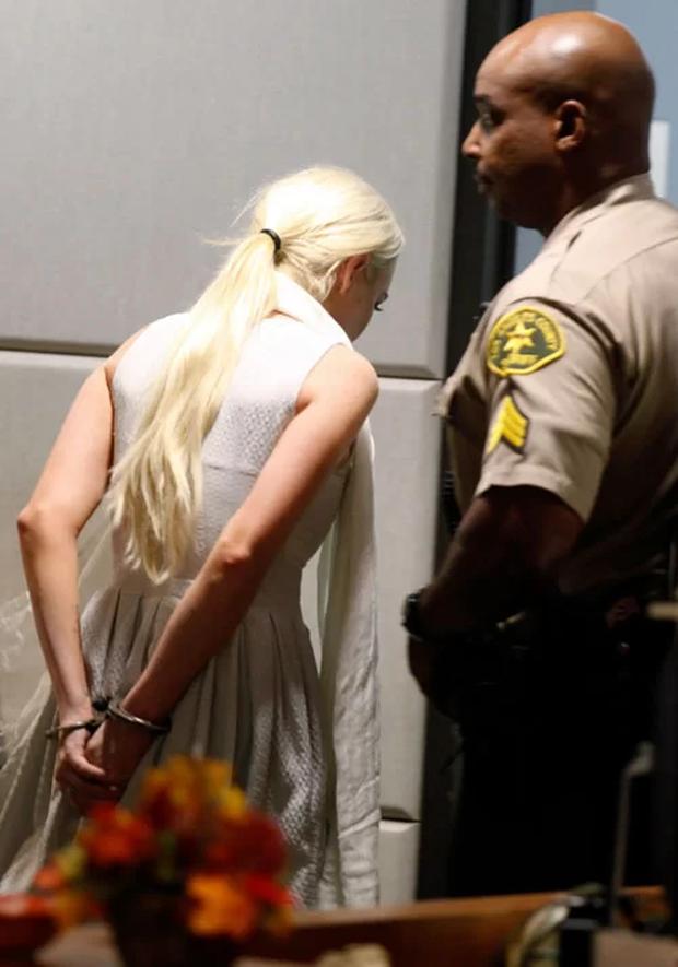 Cuộc đời bi kịch của Mean Girls Lindsay Lohan: Rich kid bị mẹ bòn rút, tù tội liên miên, hôn phu bạo hành và cái kết bất ngờ - Ảnh 7.