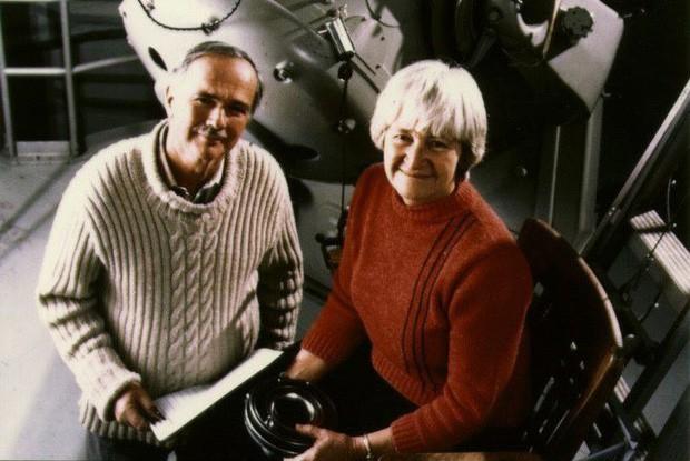 Câu chuyện cảm động về Eugene Shoemaker: Người đầu tiên của nhân loại vĩnh viễn an nghỉ trên Mặt trăng - Ảnh 1.