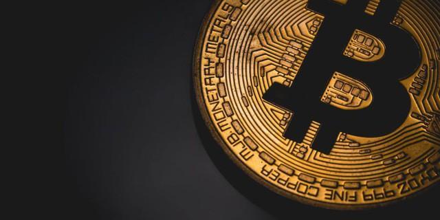 Bitcoin sụp đổ, nhà đầu tư nên mua hay bán? - Ảnh 1.