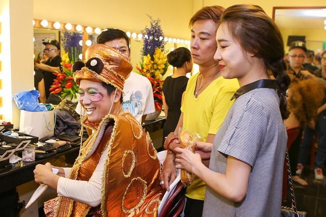 Nhã Phương váy áo điệu đà đến tận phim trường thăm Trường Giang - Ảnh 3.