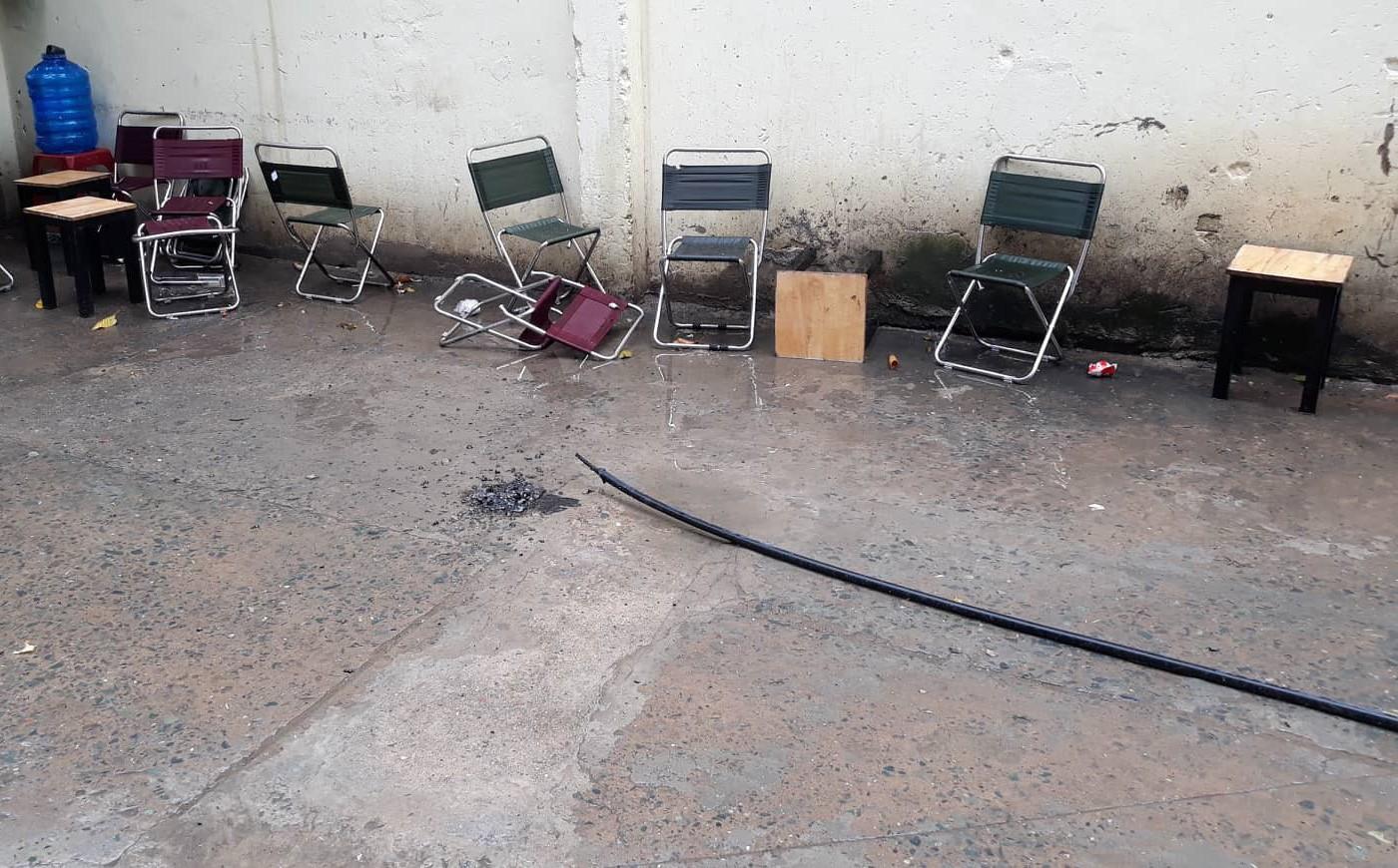 Người đàn ông tử vong vì bị dây điện rơi trúng khi ngồi uống cà phê trên vỉa hè ở Sài Gòn