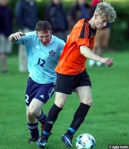 Suy sụp vì liên tục chấn thương, cầu thủ trẻ từng tập thử tại M.U treo cổ tự tử - Ảnh 1.