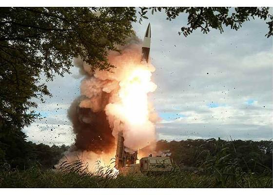 Tên lửa Triều Tiên rời bệ phóng, nhắm trúng mục tiêu trên biển - Ảnh 2.