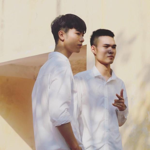 Về thăm trường cũ chụp sương sương bức ảnh, nam sinh ĐH Mở Hà Nội khiến dân tình chao đảo vì đẹp như soái ca sơ mi trắng trong truyền thuyết - Ảnh 2.