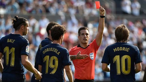 CĐV Real Madrid đòi giết trọng tài vì rút thẻ đỏ Luca Modric - Ảnh 1.