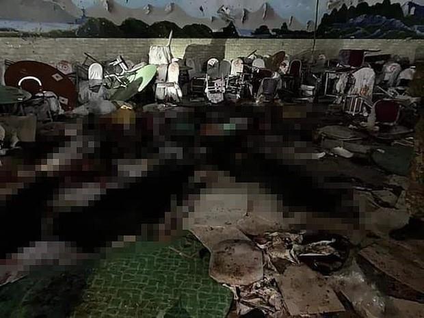 Hiện trường vụ nổ bom ở đám cưới khiến hàng chục người thiệt mạng - Ảnh 3.