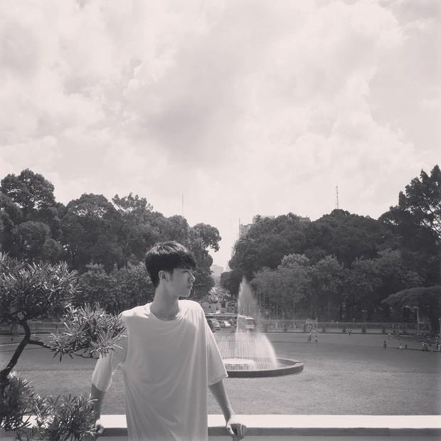 Về thăm trường cũ chụp sương sương bức ảnh, nam sinh ĐH Mở Hà Nội khiến dân tình chao đảo vì đẹp như soái ca sơ mi trắng trong truyền thuyết - Ảnh 4.