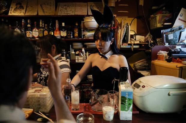 Phố cổ hoàng kim của Tokyo: Nơi 300 nhà hàng cùng nhau trốn thế giới hiện đại, chen chúc trong diện tích bằng nửa sân bóng - Ảnh 4.