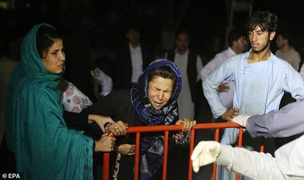 Hiện trường vụ nổ bom ở đám cưới khiến hàng chục người thiệt mạng - Ảnh 5.