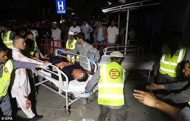 Hiện trường vụ nổ bom ở đám cưới khiến hàng chục người thiệt mạng - Ảnh 6.