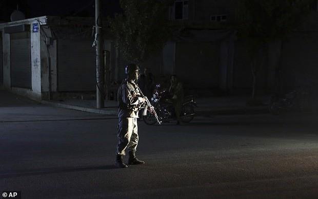 Hiện trường vụ nổ bom ở đám cưới khiến hàng chục người thiệt mạng - Ảnh 8.