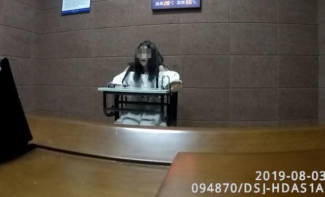 Bị nhìn đểu, nữ sinh 15 tuổi tổ chức đánh hội đồng cướp của nạn nhân - Ảnh 2.