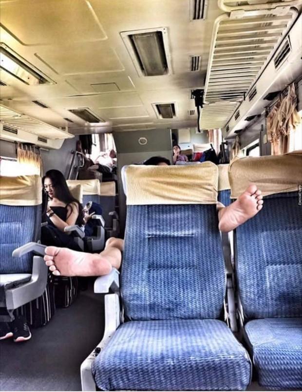 Thanh niên bỗng dưng mọc sừng trên xe khách, nguyên nhân khiến ai nấy đều bức xúc - ảnh 4