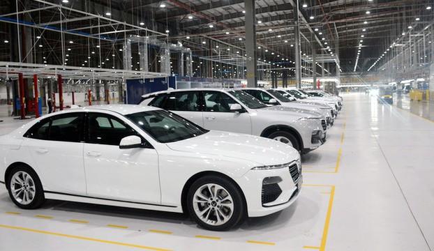 Ưu đãi lớn, ô tô Việt Nam giảm giá mạnh - Ảnh 2.