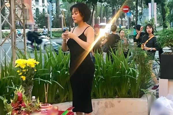 Mai Phương Thuý, Phi Thanh Vân bị chê vì mặc hở khi cúng tổ nghề - ảnh 1