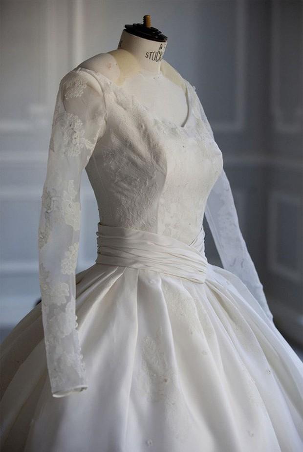 Ngỡ váy cưới 7 tỷ của Angela Baby đã phá đảo showbiz, nào ngờ vẫn thua xa đầm bằng vàng của mỹ nhân làng thể thao - Ảnh 1.