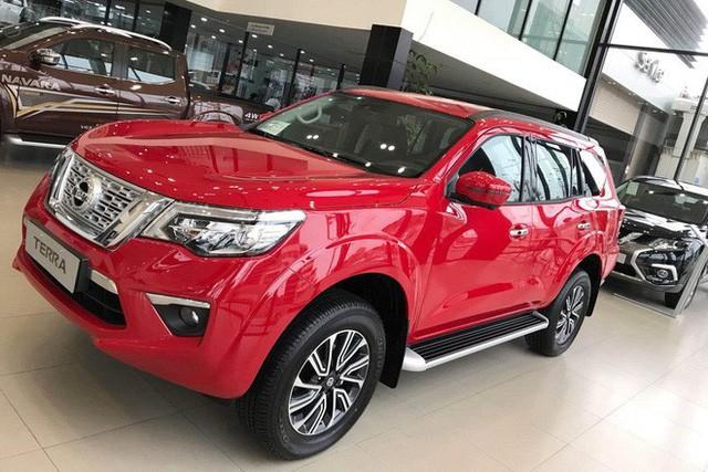 Xả hàng, Nissan Terra liên lục giảm giá cả trăm triệu đồng, chạy đua theo Toyota Fortuner - Ảnh 2.