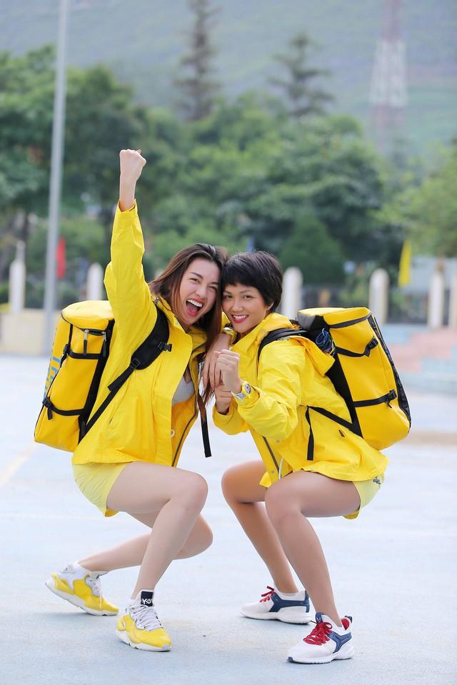 Hoa hậu H'Hen Niê ghen tị với Đỗ Mỹ Linh khi tham gia Cuộc đua kỳ thú - ảnh 1
