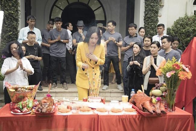 Mai Phương Thuý, Phi Thanh Vân bị chê vì mặc hở khi cúng tổ nghề - ảnh 3
