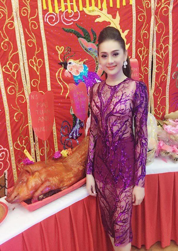 Mai Phương Thuý, Phi Thanh Vân bị chê vì mặc hở khi cúng tổ nghề - ảnh 4