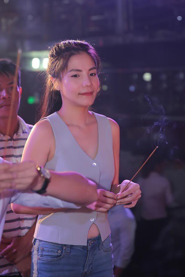 Mai Phương Thuý, Phi Thanh Vân bị chê vì mặc hở khi cúng tổ nghề - ảnh 8